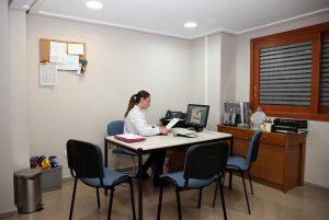 especialista centro otoneurológico en su consulta